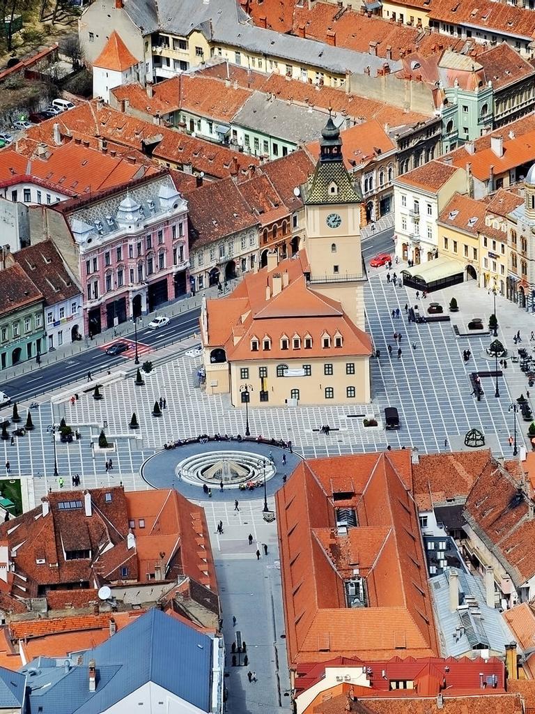 council-square-brasov-romania